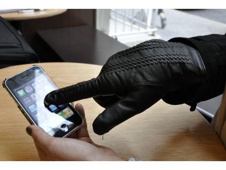 Guantes para iPhone de TouchTec, ellas lo agradecerán.