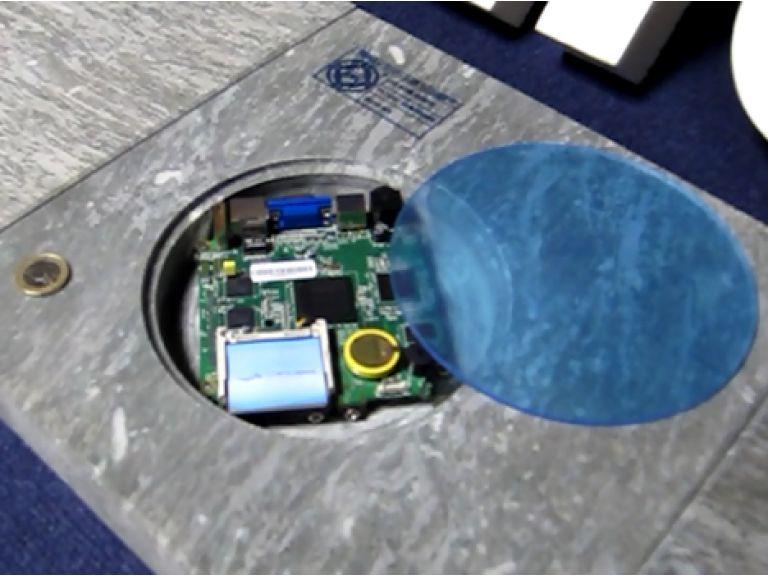 Baldosas inteligentes ofrecen WiFi gratuito en la Puerta del Sol